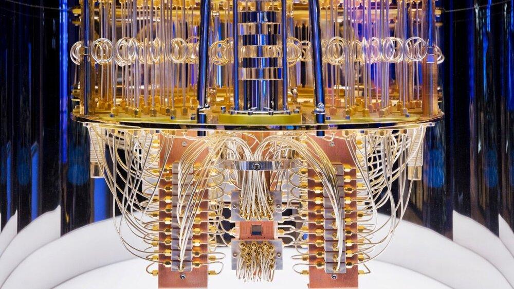 Interior_of_IBM_s_quantum_computer_pilla